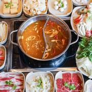 [Ẩm thực Mongkok - Lẩu Uyên Ương] HOT!!!HOT!!!  💞Lẩu Uyên Ương có tên nghe rất lãng mạn này thực chất lại rất thơm và rất ngọt ngào như hương vị tình yêu. Lẩu Uyên Ương tại nhà hàng MONGKOK có 2 sự l