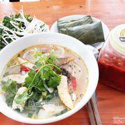 Tô bánh canh cá lóc BaThao, Bánh canh mang hương vị miền trung, sợi bánh canh làm từ bột gạo và cá lóc đồng