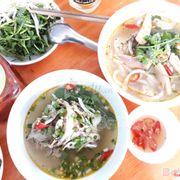 Banh canh cá lóc BaThao. Bánh canh ngon, nước ngọt được làm từ bột gạo và bột mì của người quảng trị. Có cá chiên và cá hấp