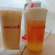 Bên phải là trà xanh vág sữa