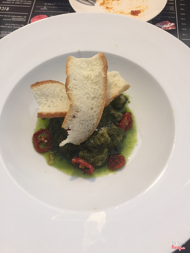 Gnocchi with basil sauce & dried tomatoes