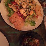 Salad ức gà sốt dầu olive & meatballs