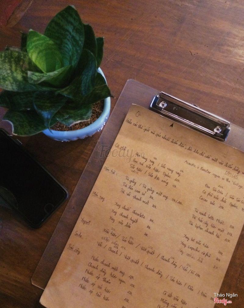 Ngay cả menu cũng toát lên vẻ giản dị mà đáng yêu.