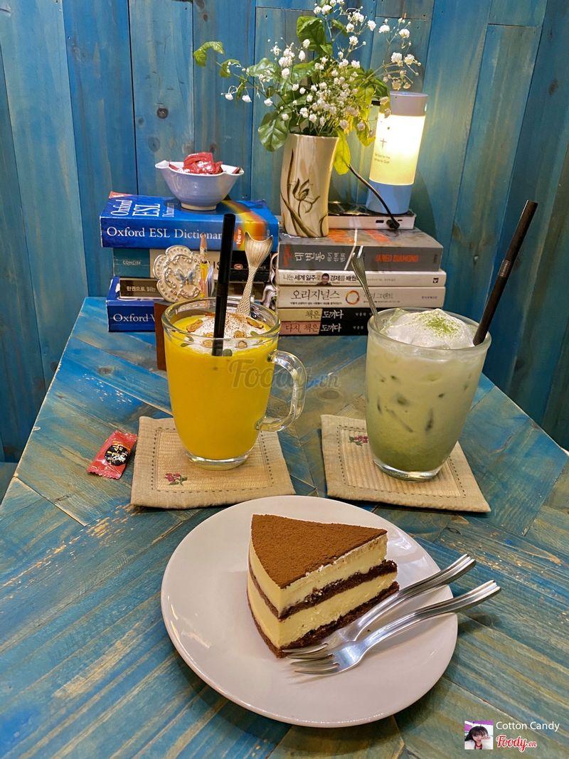 Pumpkin latte. Matcha Latte. Tiramisu cake.