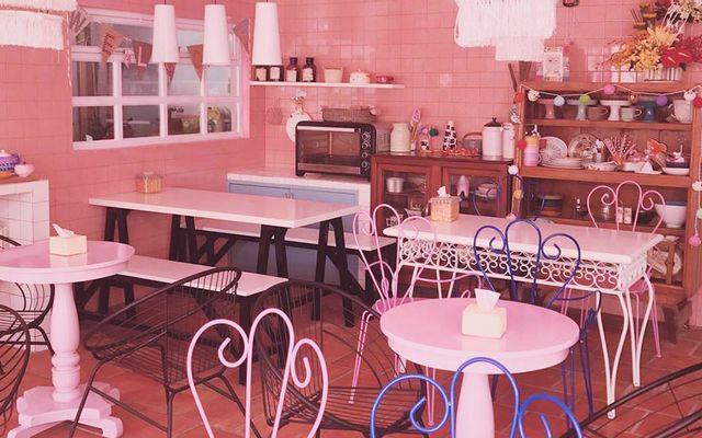 Cửa Hàng Thức Ăn Nhanh Burger Tiện Lợi - Cách Mạng Tháng 8