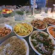 Kim chi, xoài, ..., trứng, giá, tai heo