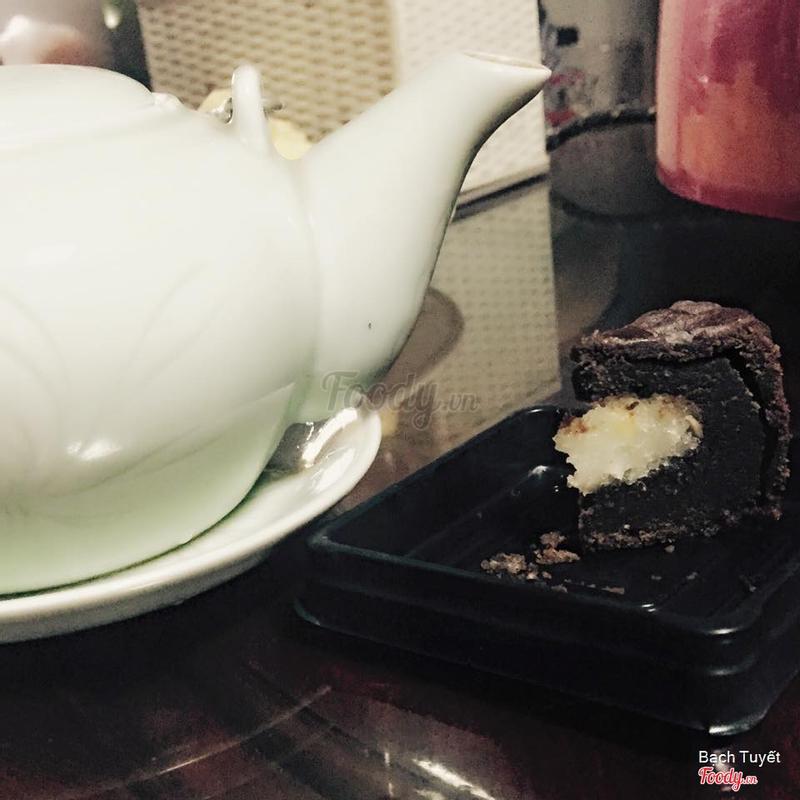ăn bánh + thưởng trà ^^