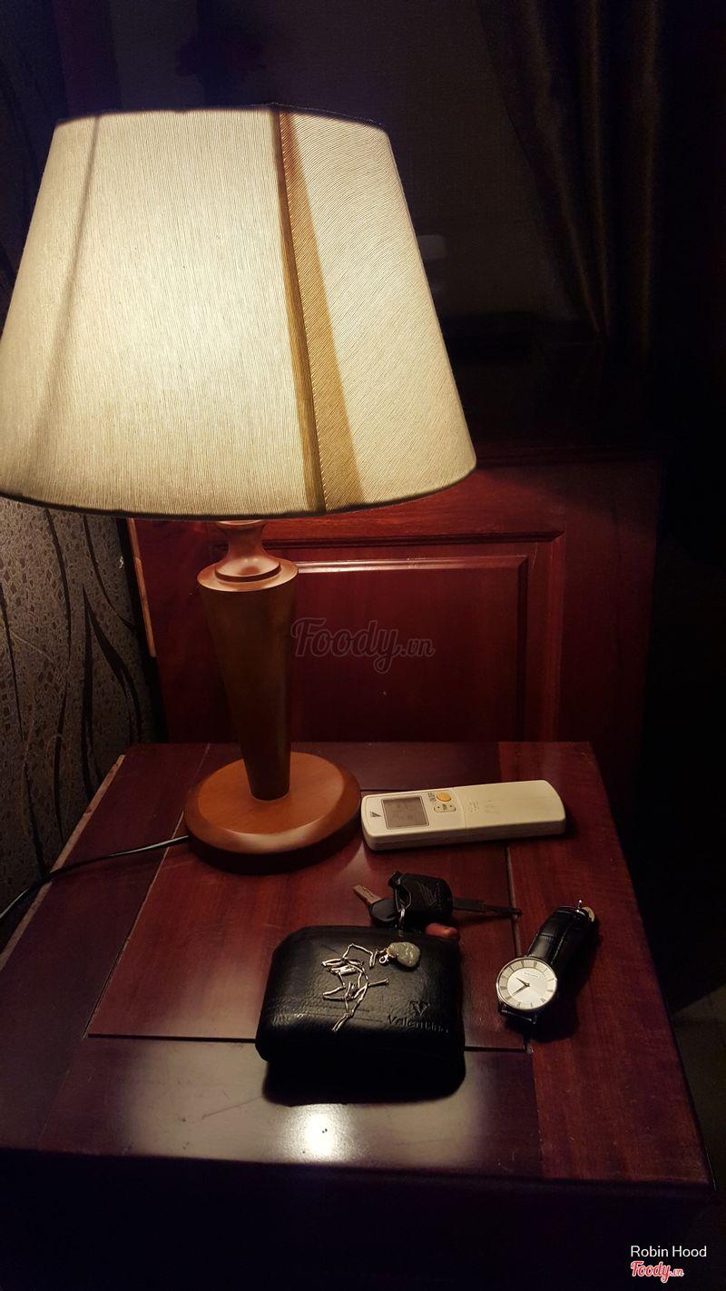 thích cái đèn bàn này.