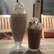 Cà phê sữa kem và Chocolate Milk
