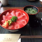 phần cơm cá ngừ
