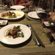 Thức ăn ngon, dùng kèm với vang Pháp thật tuyệt