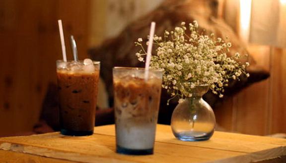 J - Cafe & Bar