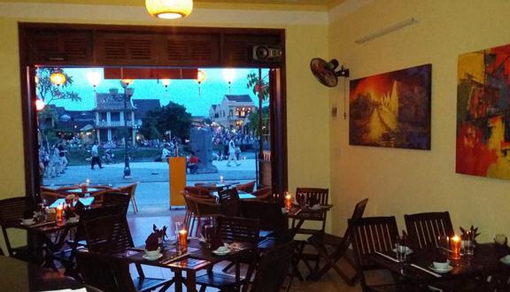 Gold Moon Restaurant - Nhà Hàng Trăng Vàng