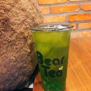 Mình order trà kiwi. Có sẵn thuỷ tinh kiwi luôn. Cực thích luôn 😛 Trà ngon với mình thì vừa uống. Không gian thoải mái. Nhân viên thân thiện, nhiệt tình.