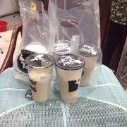 1 Lục trà machiato size M + sương sáo,2 lục trà sữa size L + trân châu trắng,1 trà sữa trân châu size L,1 trà sữa Assam size L + trân châu trắng.