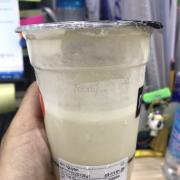 Chưa bao giờ trong đời uống 1 ly trà sữa dở đến như vậy. Không bao giờ trải nghiệm thêm các thức uống tại đây. Duy nhất chỉ có trà sữa trân châu là uống được nhưng ngọt so với các hãng khác.