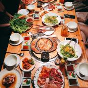 Set 8-10 người, có salad, bánh xèo Nhật, thịt nướng, lẩu, nước uống
