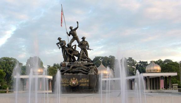 Kết quả hình ảnh cho Tượng đài quốc gia Tugu Negara