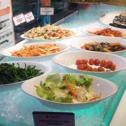 Các món ăn trên quầy buffet