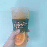 Nhân dịp Britea giảm 40% trên app nên mình đã nhanh tay đặt liền 2 ly. Trời nóng như đổ lửa vậy thì uống trà trái cây của Britea thì còn gì tuyệt vời hơn nữa chứ! Hương vị trà cùng với trái cây thơm ơi là thơm. Đặc biệt mình rất thích uống trà của Britea vì nó có vị chát chát rất đặc trưng.
