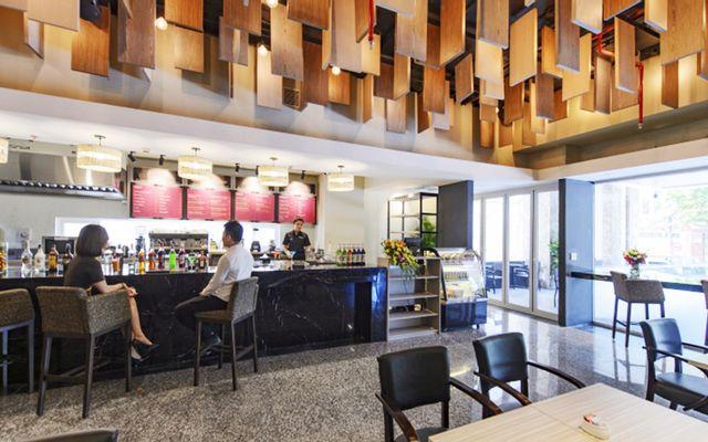Zen Cafe & Lounge - Zen Diamond Suites Hotel
