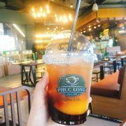 Bước zô gặp 1 bạn cashier nói chiện rất dễ thương. Từ nay sẽ chỉ uống trà đào phúc long thoy. Ko gian sống ảo cũng rất oke