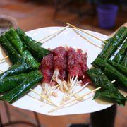 Bò cuộn lá lốt + bò cuộn nấm kim châm
