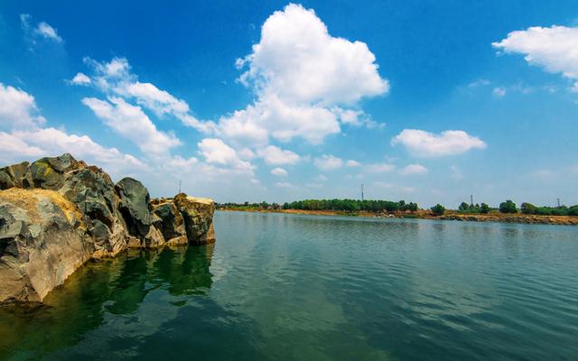 Hồ Đá Làng Đại Học Quốc Gia