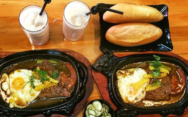 Con Bò Đen - Bít Tết & Bánh Mì Sốt Vang