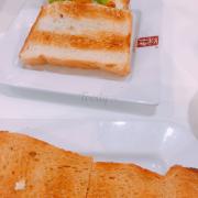 Sandwich cà ri gà và signature sandwich thì phải :3