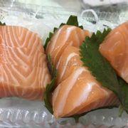 Sashimi thật sự không có chỗ chê, rất tươi cắt lát dày ngon cực kì. Shop bán hàng rất có tâm, mình order ăn liên tục 2 ngày liền rồi.