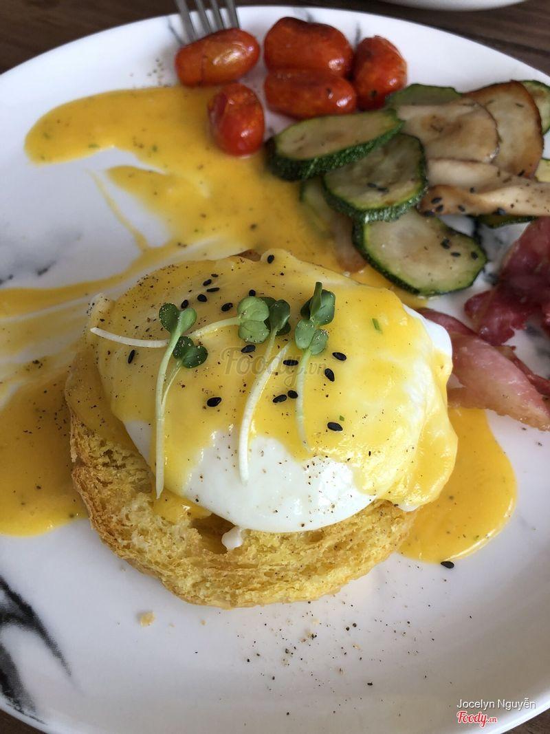 Egg benedict.