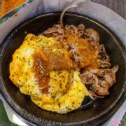 Cơm trứng phô mai bò kèm sốt cari (số 26)