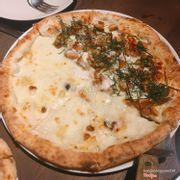 Pizza nửa gà nửa phô mai