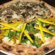 Pizza chay half-half nấm và 4 loại hoa