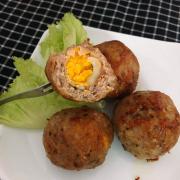 Thịt viên trứng cút áp chảo với phần thịt dày bên ngoài🤤