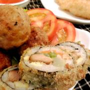 Thịt viên trứng cút áp chảo vị vừa ăn và lạ miệng, Sushi gà chiên gạo dẻo thơm và không quá nhiều dầu nên tín đồ ăn vặt không lo béo đâu nha