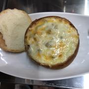 Bánh mì phô mai nhân bò sốt cà chua