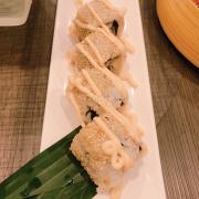 Sushi cuộn da cá hồi chiên sốt cáyusshi