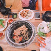 Đồ ăn ngon, tươi, nhân viên phục vụ nhiệt tình, thêm điều hoà mát rượi nữa