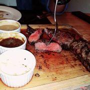 Đang cắt phần thịt tenderloin