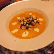 Món soup bí đỏ rất xuất sắc. Soup vừa thơm, có vị béo nhẹ và không gây ngán. Giữ được nguyên hương vị thơm béo của bí đỏ. Mình ăn ở một số chỗ khác thì sẽ có cảm giác lợ lợ, tuy nhiên soup ở đây rất ngon và mình rất thích 💯💯