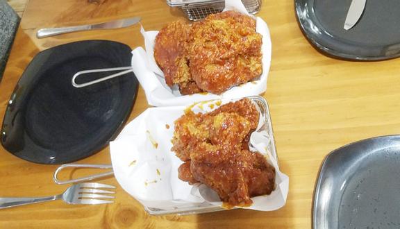 Mom's Touch - Chicken & Burger