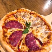 Pizza mix thịt muối và cá ngừ
