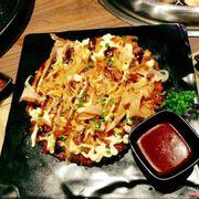 Buffet đồ nướng Nhật giá hợp lý, quầy buffet line nhiều món hấp dẫn, có cả kimchi, sushi, soup, rồi mấy món chiên kiểu Nhật, ăn khai vị đủ ngon, chừa bụng ăn món nướng. Có 3 giá nha: 199, 259, 318. Nhà mình chọn 259 có cả lẩu thịt bò của Nhật gì đó ăn vừa miệng lắm.