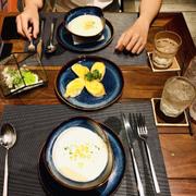 Set đồ ăn cho 2 người, set Châu Âu 2, đây là món soup khoai ăn kèm bánh mì bơ tỏi