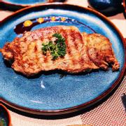 Steak rất mềm và thơm, giá khá là mềm so với vị trí và cách bày trí quán
