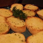 Bánh mì được quán tặng