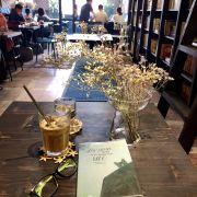 Yêu lắm luôn ý.Giữa Sài Gòn nhộn nhịp lại có một nơi yên tĩnh để thả hồn vào những cuốn sách như thế này,cảm giác thật tuyệt vời😍