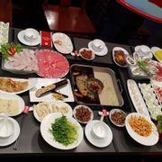 Order combo giành cho 6 người ăn muốn xỉu luôn. Mà ngon tuyệt vời với món hàu và cá tầm.
